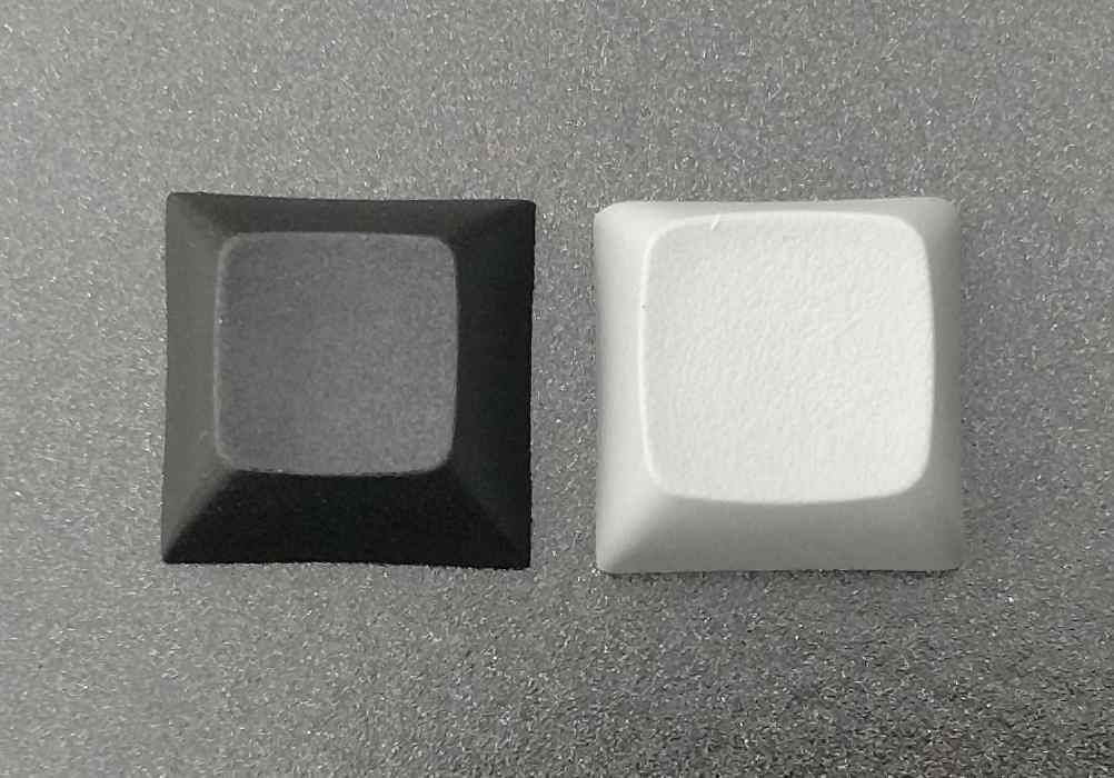 DSA keycaps (left) have a smaller top area and a lower height compared to XDA (right).