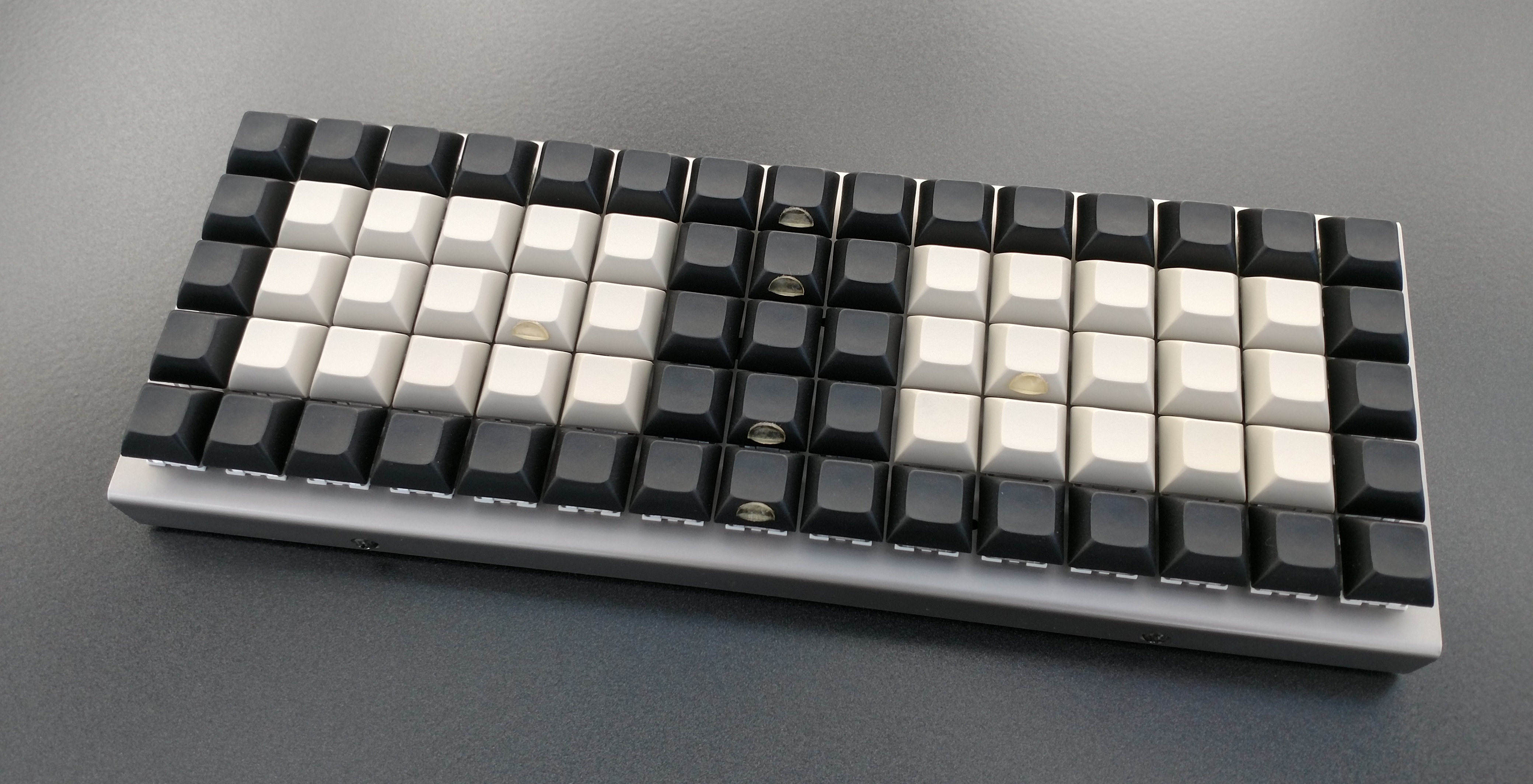 Building a custom mechanical keyboard without soldering: The